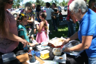 Children sharing bread and honeybutter